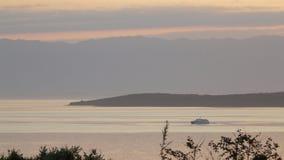 Βάρκα στην ανατολή Στοκ Φωτογραφίες
