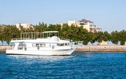 Βάρκα στην αποβάθρα στη Ερυθρά Θάλασσα στην Αίγυπτο, Αφρική Στοκ εικόνα με δικαίωμα ελεύθερης χρήσης