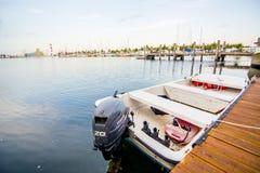 Βάρκα στην αποβάθρα Στοκ φωτογραφίες με δικαίωμα ελεύθερης χρήσης