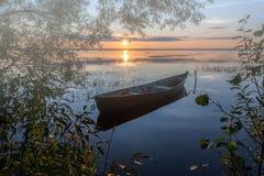 Βάρκα στην ομίχλη Στοκ εικόνες με δικαίωμα ελεύθερης χρήσης