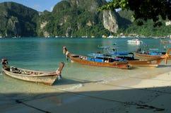 Βάρκα στην παραλία στοκ φωτογραφία με δικαίωμα ελεύθερης χρήσης