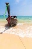 Βάρκα στην παραλία AO Nang, Krabi, Ταϊλάνδη Στοκ Φωτογραφίες