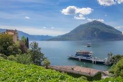 Βάρκα στη λίμνη Como, Menaggio, Lombardia, Ιταλία Στοκ Εικόνες