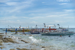 Βάρκα στη θάλασσα στο νησί Apo Στοκ εικόνα με δικαίωμα ελεύθερης χρήσης