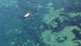 Βάρκα στη θάλασσα απόθεμα βίντεο