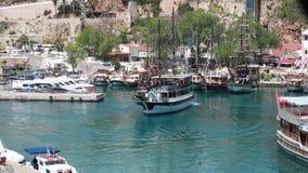 Βάρκα στη μαρίνα Kaleici σε Antalya απόθεμα βίντεο