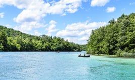 Βάρκα στις λίμνες Plitvice Στοκ εικόνες με δικαίωμα ελεύθερης χρήσης
