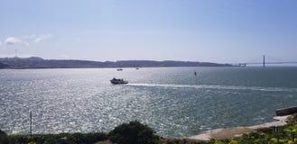 Βάρκα στον κόλπο του Σαν Φρανσίσκο στοκ εικόνες με δικαίωμα ελεύθερης χρήσης