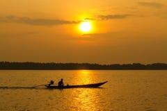 Βάρκα στον ποταμό στοκ φωτογραφίες