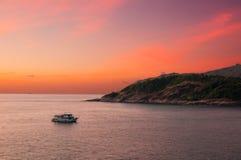 Βάρκα στο ακρωτήριο Phrom Thep Στοκ Εικόνες