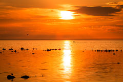 Βάρκα στο ηλιοβασίλεμα Στοκ εικόνες με δικαίωμα ελεύθερης χρήσης