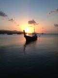 Βάρκα στο ηλιοβασίλεμα Στοκ εικόνα με δικαίωμα ελεύθερης χρήσης