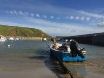 Βάρκα στο λιμάνι στοκ εικόνες