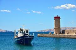 Βάρκα στο λιμάνι Στοκ φωτογραφία με δικαίωμα ελεύθερης χρήσης