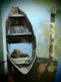 Βάρκα στο νερό Στοκ εικόνα με δικαίωμα ελεύθερης χρήσης