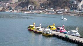 Βάρκα του Κύκνου στη λίμνη Kawaguchi, Ιαπωνία στοκ εικόνες