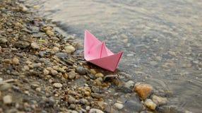 Βάρκα χαρτοκιβωτίων Στοκ Εικόνες