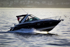 Βάρκα χρήσης στο ηλιοβασίλεμα Στοκ Εικόνα