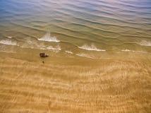 Βάρκα ψαράδων στην παραλία Στοκ εικόνα με δικαίωμα ελεύθερης χρήσης
