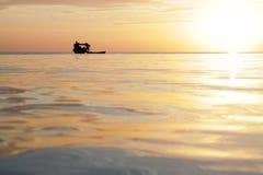 Βάρκα ψαράδων στο νησί Sabah Mabul το βράδυ Στοκ εικόνες με δικαίωμα ελεύθερης χρήσης