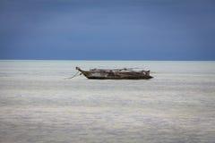 Βάρκα Dhow στη θάλασσα Στοκ εικόνα με δικαίωμα ελεύθερης χρήσης