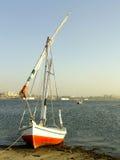 Βάρκα Felucca στην όχθη ποταμού του Νείλου Στοκ εικόνες με δικαίωμα ελεύθερης χρήσης