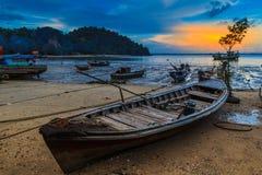 Βάρκα Longtail που σταθμεύουν στοκ εικόνες