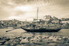 Βάρκα Rabelo στο Πόρτο, Πορτογαλία στοκ εικόνα με δικαίωμα ελεύθερης χρήσης