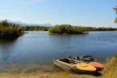 Βάρκες από τα πρόθυρα του ποταμού Στοκ Εικόνες
