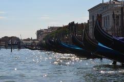 Βάρκες γονδολών στη Βενετία Ιταλία Στοκ Φωτογραφίες
