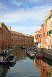 βάρκες δεμένη κανάλι Βενετία Στοκ Εικόνες