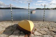 Βάρκες εκτός από τη λίμνη Arona, Piedmont, Ιταλία Στοκ φωτογραφία με δικαίωμα ελεύθερης χρήσης