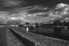 Βάρκες εξόρμησης με τους τουρίστες Στοκ Εικόνες