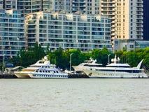Βάρκες επίσκεψης ποταμών Huangpu στη Σαγκάη Στοκ εικόνες με δικαίωμα ελεύθερης χρήσης