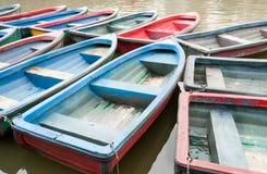βάρκες ζωηρόχρωμες στοκ φωτογραφία