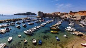 Βάρκες και γιοτ στην παλαιά πόλη Dubrovnik, Κροατία στοκ φωτογραφίες με δικαίωμα ελεύθερης χρήσης