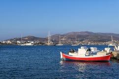 Βάρκες και γιοτ στο νησί Antiparos, Κυκλάδες Στοκ Εικόνα