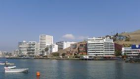 Βάρκες και εξωτερικά σύγχρονα κτήρια σε Ancon Στοκ φωτογραφία με δικαίωμα ελεύθερης χρήσης