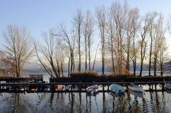 Βάρκες και τοπίο λιμνών του Annecy στη Γαλλία Στοκ φωτογραφία με δικαίωμα ελεύθερης χρήσης