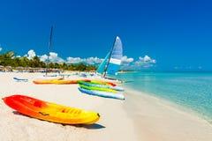 βάρκες Κούβα παραλιών τροπική Στοκ Εικόνες