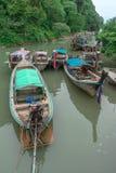 Βάρκες ουρών που δένονται μακριές στο AO Nang, Krabi, Ταϊλάνδη Στοκ Φωτογραφίες