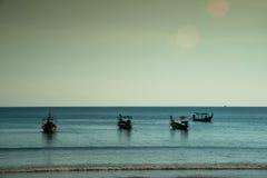 βάρκες παραλιών κοντά ταϊλανδικό σε παραδοσιακό Στοκ Φωτογραφία