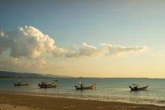 βάρκες παραλιών κοντά ταϊλανδικό σε παραδοσιακό Στοκ φωτογραφία με δικαίωμα ελεύθερης χρήσης