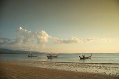 βάρκες παραλιών κοντά ταϊλανδικό σε παραδοσιακό Στοκ εικόνες με δικαίωμα ελεύθερης χρήσης