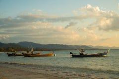 βάρκες παραλιών κοντά ταϊλανδικό σε παραδοσιακό Στοκ εικόνα με δικαίωμα ελεύθερης χρήσης