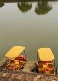 Βάρκες πενταλιών στη μεγάλη λίμνη Στοκ εικόνα με δικαίωμα ελεύθερης χρήσης