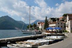 Βάρκες που δένονται σε Perast, Μαυροβούνιο Στοκ φωτογραφία με δικαίωμα ελεύθερης χρήσης