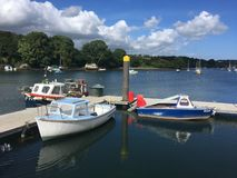 Βάρκες που δένονται στον ποταμό Penryn κοντά σε Falmouth Στοκ Εικόνα