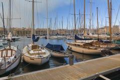 Βάρκες που δένουν στο λιμένα Στοκ εικόνες με δικαίωμα ελεύθερης χρήσης