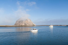 Βάρκες που πλέουν στον κόλπο Morro Στοκ εικόνες με δικαίωμα ελεύθερης χρήσης